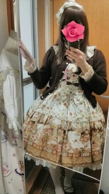 今日のお出かけで着た服。メタモのRose letter襟付JSKコーデ(・∀・) 後ろバッスルでめちゃんこ可愛い(*´ω`*)