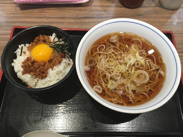 Photos: ミニ鶏そぼろ丼セット