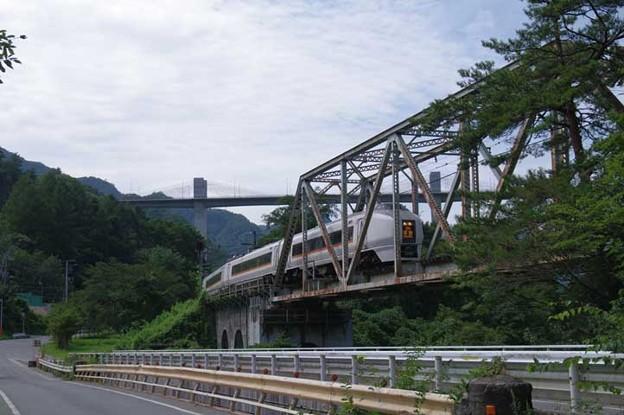 s3972_特急草津2号_川原湯温泉駅東側