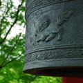写真: 鐘と獅子