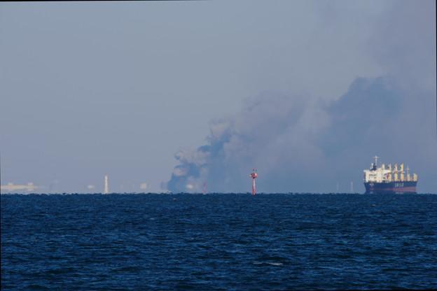 東京湾と黒煙4