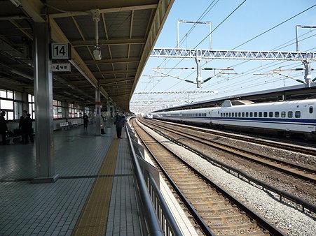 100223-小田原駅 500系追抜き