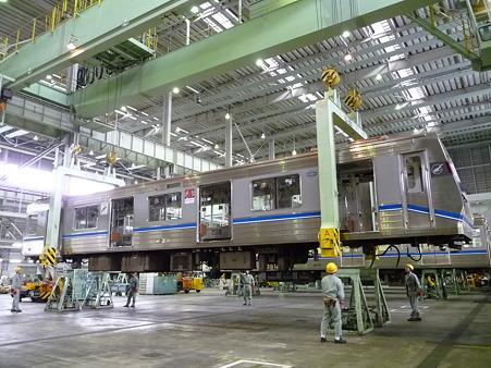 101114-大阪市交フェス 車体吊上 (16)