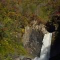 苗名滝と紅葉