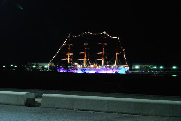 写真: ライトアップ海王丸
