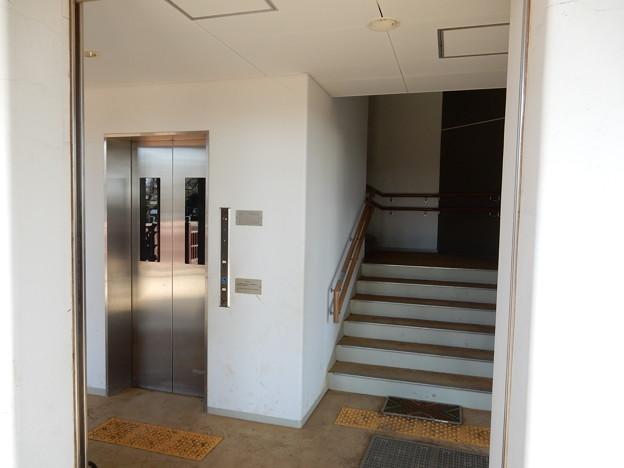 写真: エレベーター付き