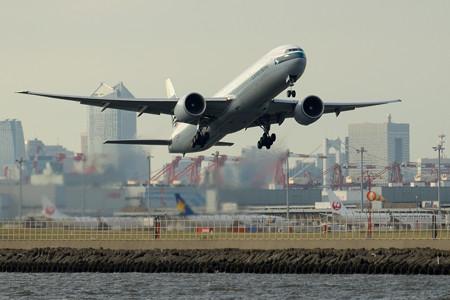 B777-300ER liftoff