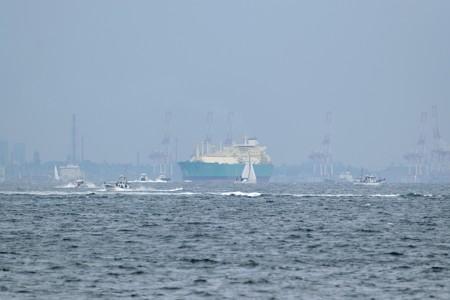 2)289m LNG IMO(35mm換算750mm)中ノ瀬西側航路南航船 南本牧南横浜火力発電所方面