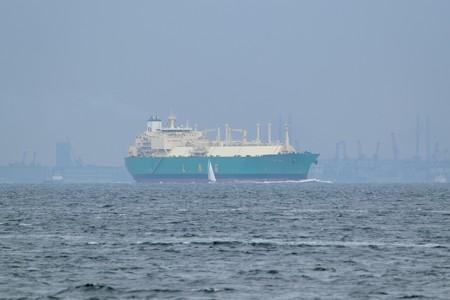2)289m LNG IMO(35mm換算750mm)浦賀水道南航船 ベイブリッジ方面