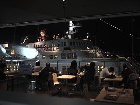 サンタも乗船