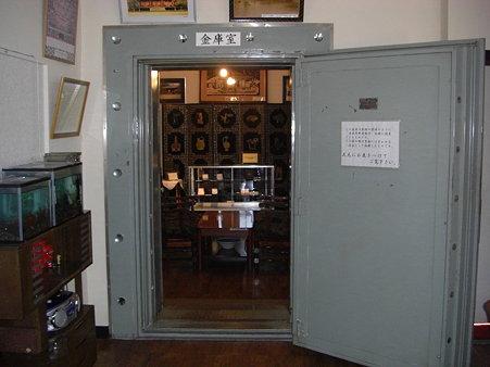 金庫室に見せた隠し部屋
