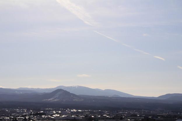 飛行機雲とモヤヒルズ