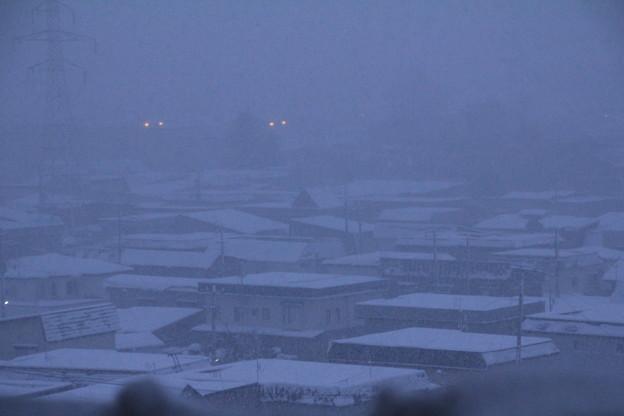 早朝の吹雪