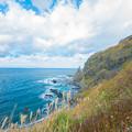 写真: 龍飛崎の断崖絶壁