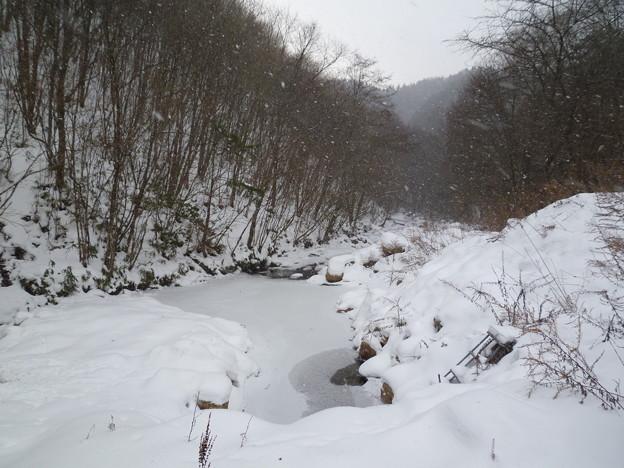 平谷湖・凍結した川