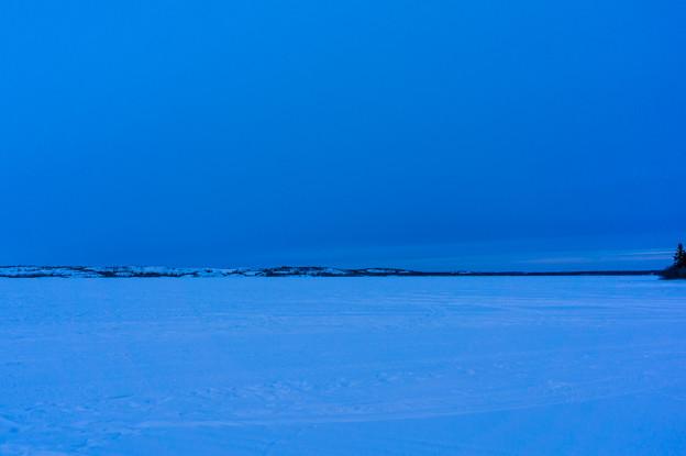 でかい湖もかちこちに凍っております