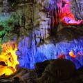 鍾乳洞の光と影