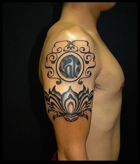 タトゥー 大阪 刺青 トライバル 蓮 梵字 tattoo tribal タトゥースタジオ