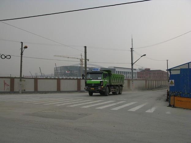 上海万博建設中のダンプカー