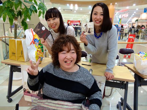 まりちゃんヽ(・∀・)ノMebius 7th single Baton リリースイベント フジグラン広島 2F ウッドコート特設会場 2015年12月20日