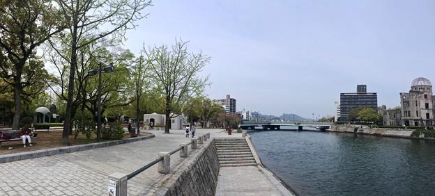 広島平和記念公園 元安川右岸 親水テラスから相生橋方向 広島市中区中島町