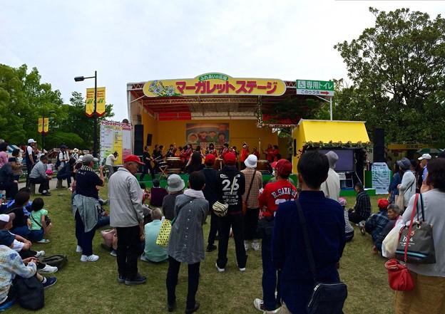 広島市中途失聴・難聴者協会文化部 和太鼓天手鼓舞 てんてこまいと光清学園 ひろしまフラワーフェスティバル マーガレットステージ