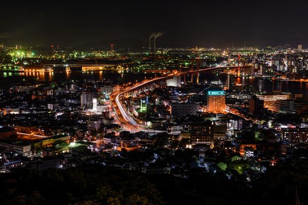 写真: 高塔山公園からの夜景