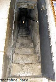鐘楼への階段