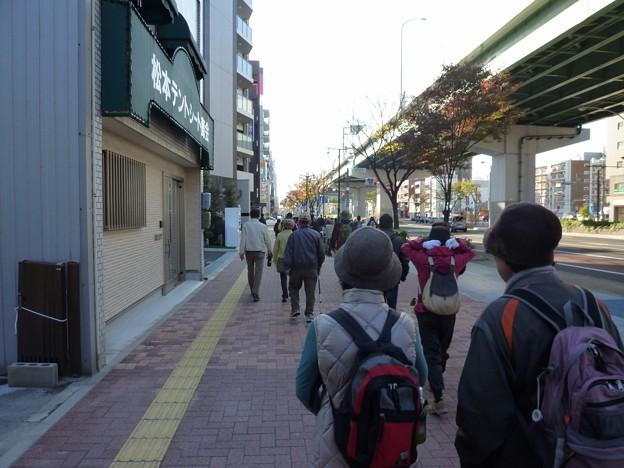 P1050778 東別院手作り朝市へ (1)