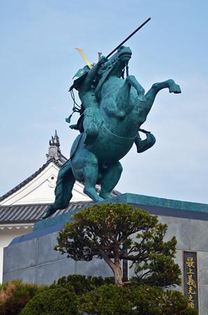 160416霞城公園の最上義光の像01