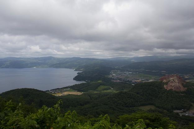 洞爺湖と昭和新山を有珠山より