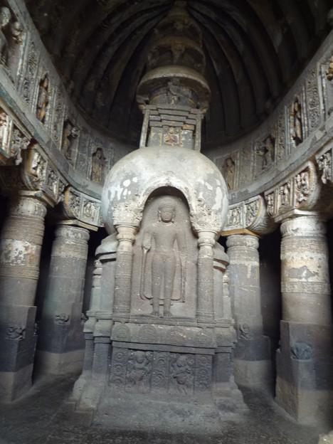 アジャンター第19窟ストウーパ Stupa with standing Buddha,Ajanta