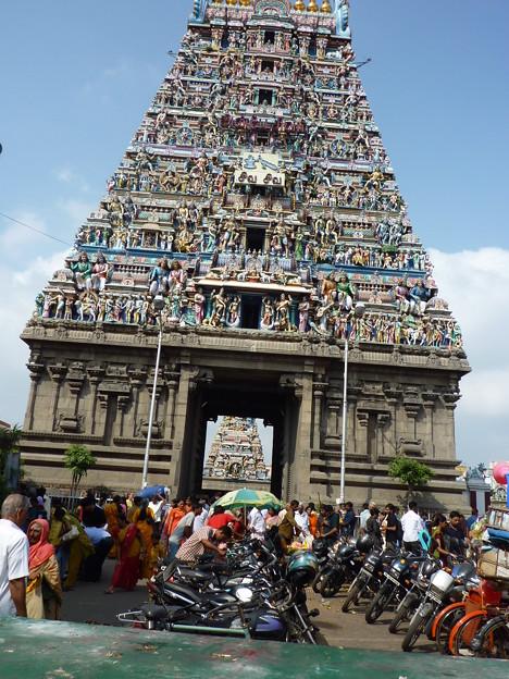 カーパーレーシュワラ寺院  Elaborate carvings on the temple gopuram