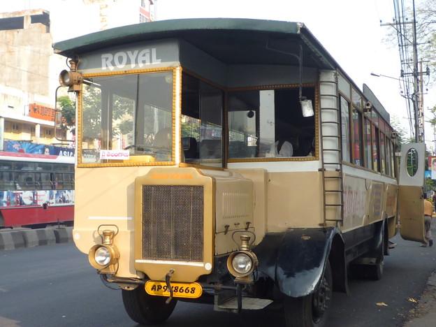 Photos: ハイダラバードのバス Curious bus in Hyderabad