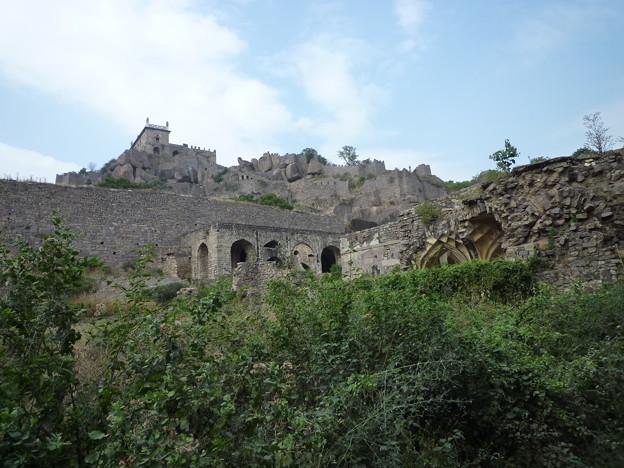巨大要塞 頂上はなお遠い Gigantic fort
