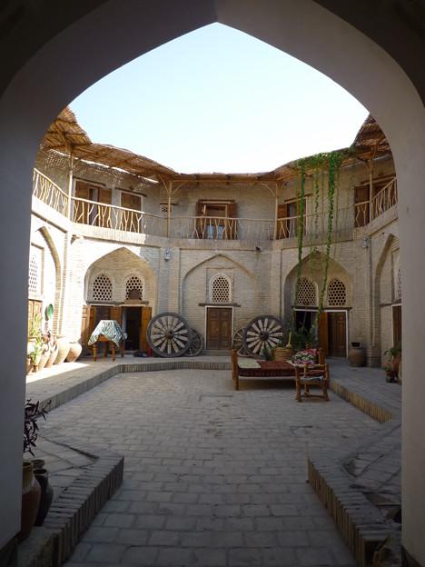 シルクロード 旧神学校で茶を Madrasah renovated as a hotel