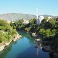 写真: 三本のミナレット Mostar's old town & Neretva River