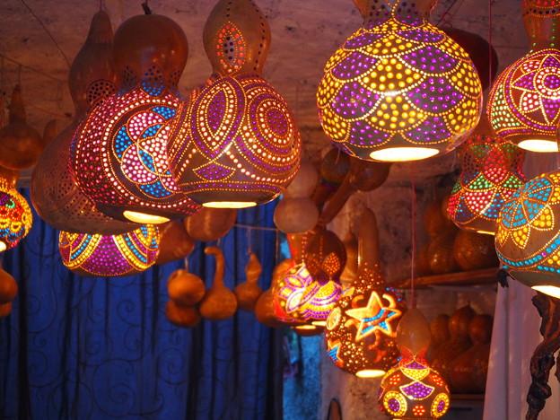 写真: カラフル瓢箪ランプ Colorful gourd lamps