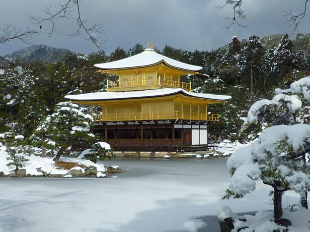 一期の夢か 雪の金閣寺舎利殿 Snow covered Kinkau-ji