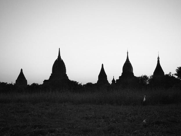 ビルマのパゴダ Beautiful Pagoda of Bagan after Sunset