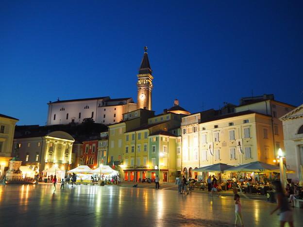 写真: タルティーニ広場と時計塔ピランTartini Square & Belltower