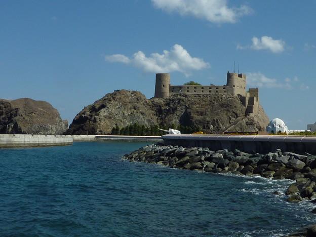 オマーン湾の要塞 Fort & Sea of  Oman from Al Mirani Fort