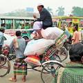 写真: 過積載 Cycle Rickshaws in Dhaka