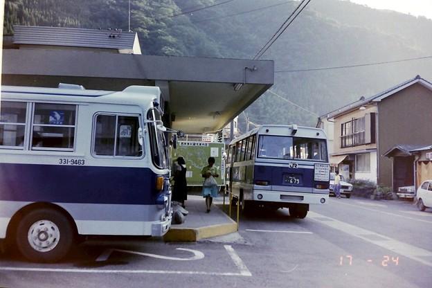 198808-04 村所駅にて JR九州(直営)バス日肥線