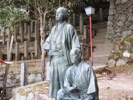 京都霊山護国神社07 坂本龍馬、中岡慎太郎の像