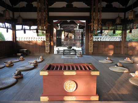 知恩院32 拝殿から御廟を望む