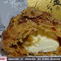 写真: 金のシュークリームのクリーム