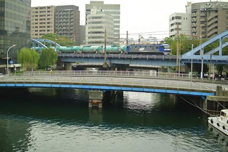 大岡川を渡る貨物列車