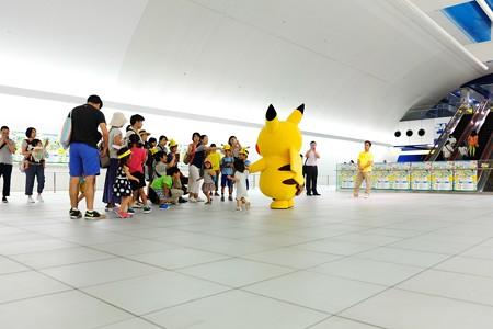 2014.08.13 みなとみらい駅 「ピカチュウ大量発生チュウ!」 天井にピカ!