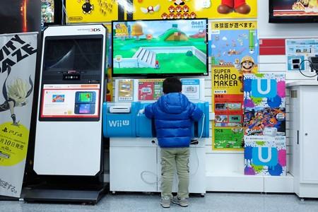 2015.12.24 横浜 ヨドバシカメラ 王子の興味はWii U